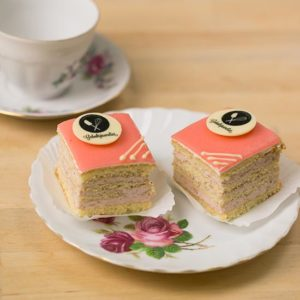 product-gebak-aardbeien-petit-four-large